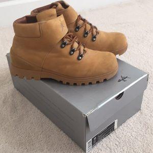 vásároljon olcsón hatalmas választék legjobb Jordan Shoes   Boss Boot   Poshmark